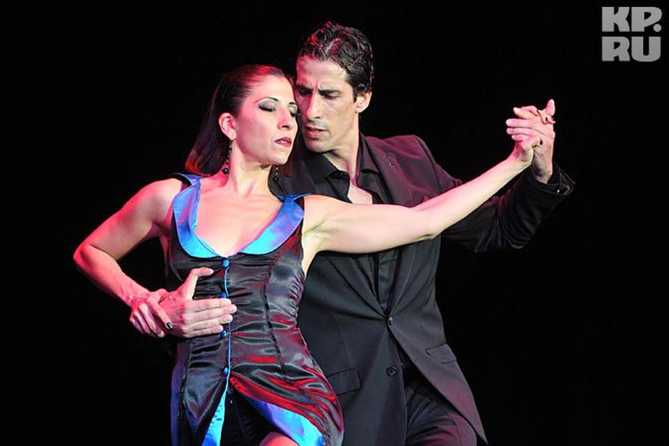 Танго - бесконечный диалог между мужчиной и женщиной.