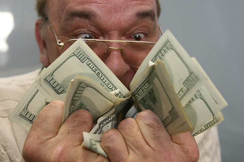 Как иначе можно расценивать, например, такой вот фрагмент шуточного теста, не взяточник ли вы: «вы взяточник, если даете жене деньги на хозяйство в конверте, подсовывая его под скатерть… Способны сжевать тысячу долларов однобаксовыми купюрами за 5 секунд…»