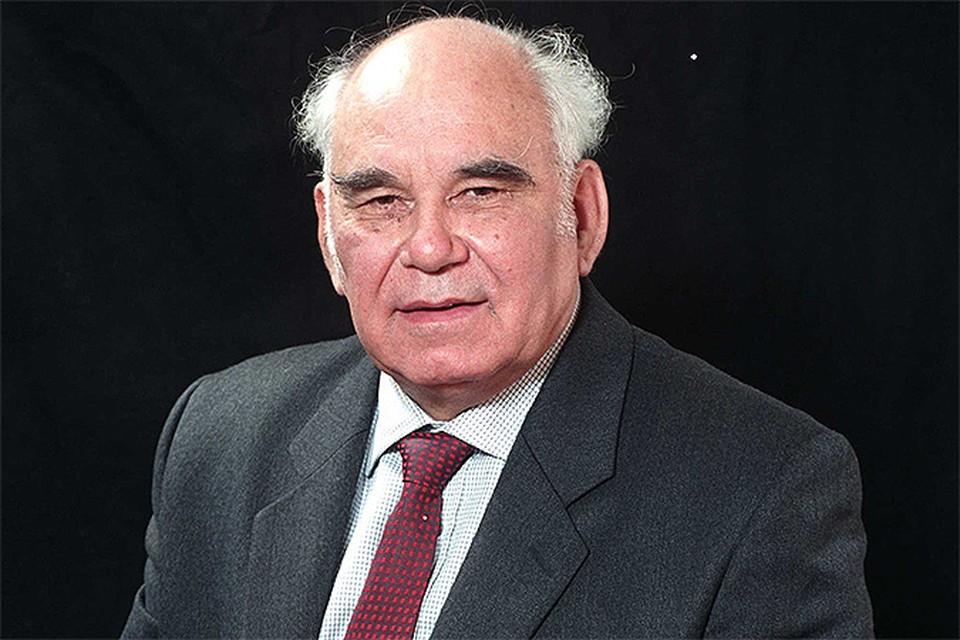 Более пятидесяти лет Василий Михайлович распахивал перед читателями «Комсомолки» свое чистое «Окно в природу»