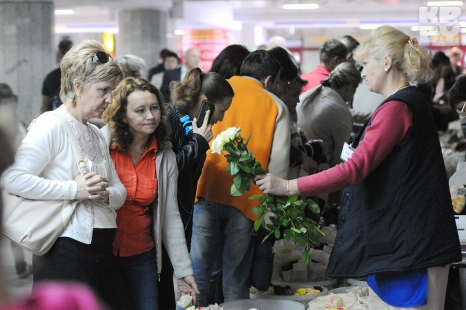 В этом году в День знаний популярны астры и желтые розы