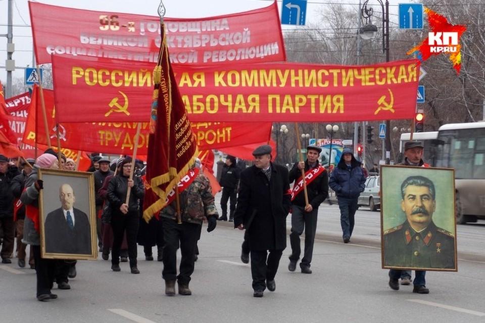 Шествие по главной улице завершилось митингом на Центральной площади