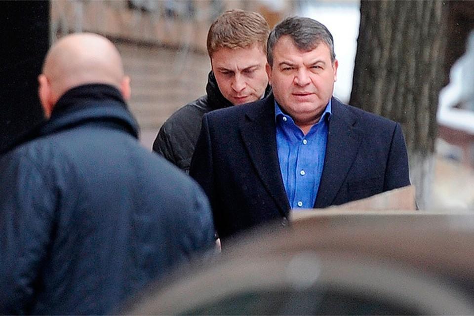 Приехал подозреваемый на черном  служебном «Мерседесе» - том самом, на котором он ездит на работу в свою фирму в подмосковном Чехове