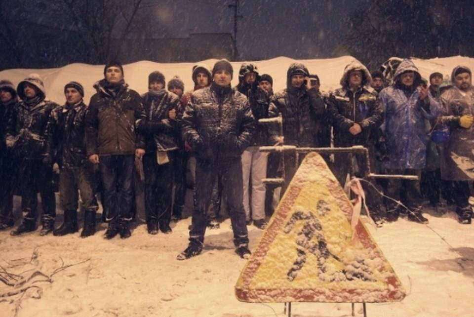 Демонстранты выразили готовность оборонять свои позиции от силовиков
