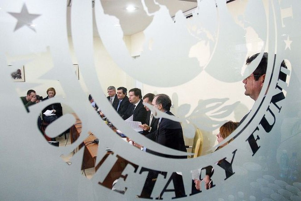 Эксперты МВФ порекомендовали не увеличивать зарплаты в Беларуси.