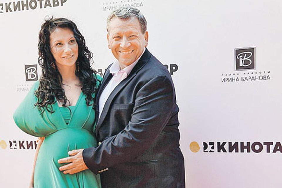Борис и Анна прожили вместе три года, у них подрастает общая дочь Василиса.