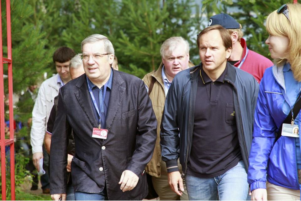 """Лев Кузнецов и Виктор Толоконский в летнем лагере инициативной молодежи """"Бирюса"""", лето 2011 года."""