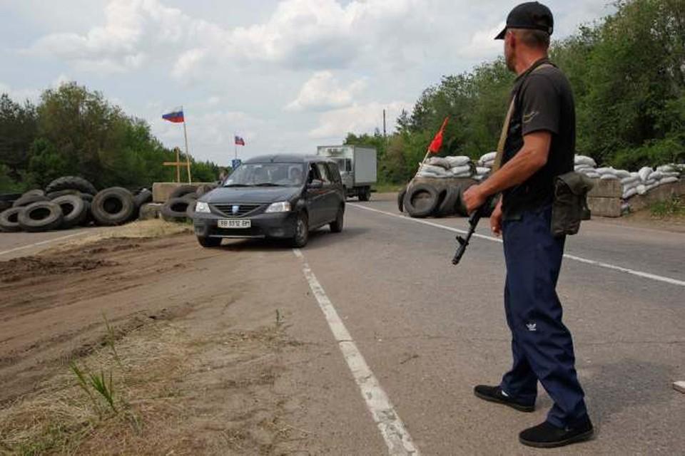 Штурм погранчасти в Луганске: Пограничники начали сдаваться ополченцам
