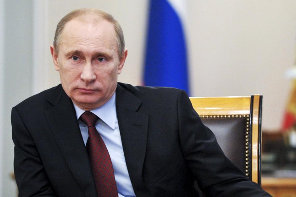 От Москвы до городка Тында в Амурской области семь тысяч километров, но именно с ним на связь с помощью видеомоста вышел Владимир Путин.