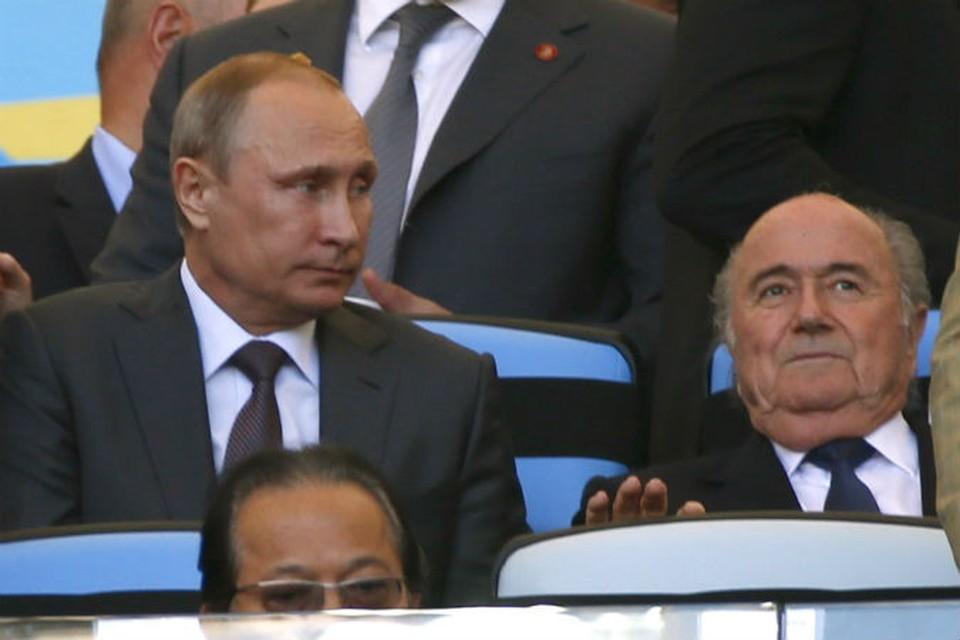 В ложе почетных гостей на «Маракане» Путин наблюдал за битвой Германии и Аргентины, сидя уже между спортивными президентами — главой ФИФА Зеппом Блаттером и главой Международного Олимпийского комитета Томасом Бахом