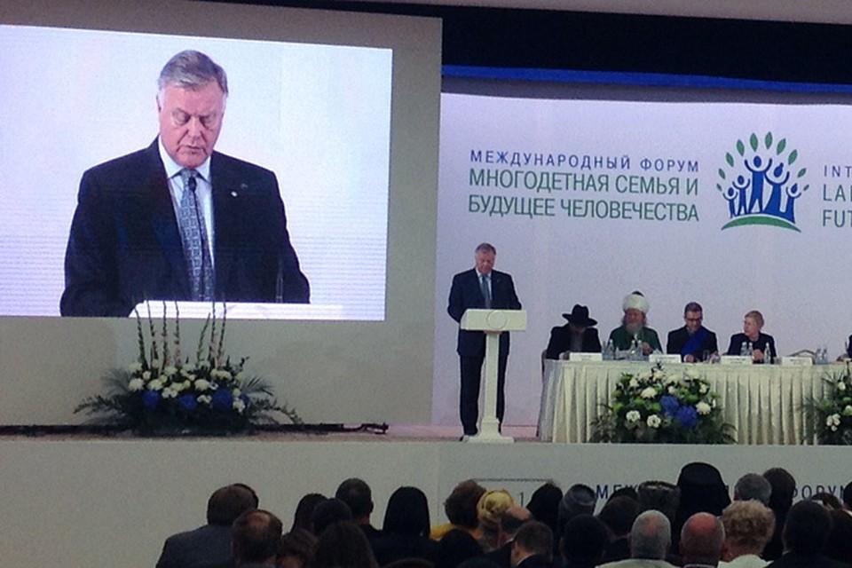 Глава РЖД Владимир Якунин предложил прописать в Конституции, что такое брак