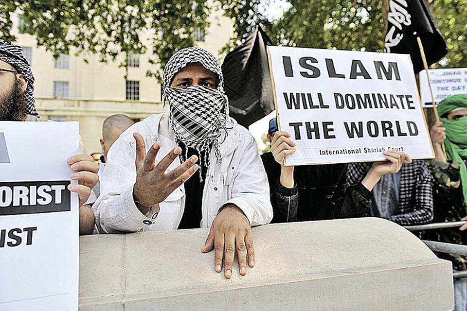 «Ислам будет господствовать в мире!» - с таким плакатом мусульмане вышли на демонстрацию в... центре Лондона.