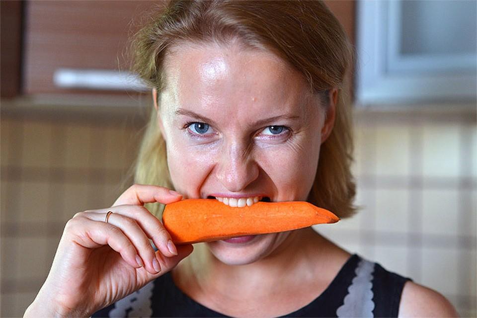 Если не резать или тереть морковь, а бросить ее в бульон целиком, то пользы она принесет намного больше!