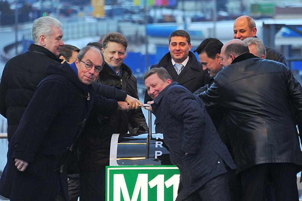 Гости торжественного мероприятия встретились на эстакаде, которая соединила М-11 с Международным шоссе
