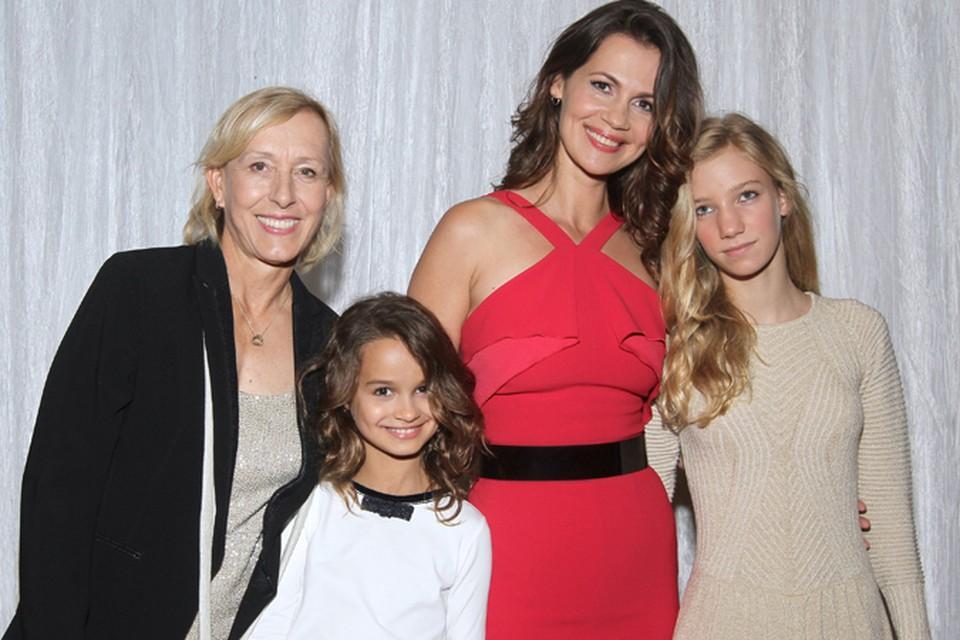 Юлия Лемигова рассказала в интервью о том, как о том, она объявила дочкам, что Навратилова теперь – их вторая мама.