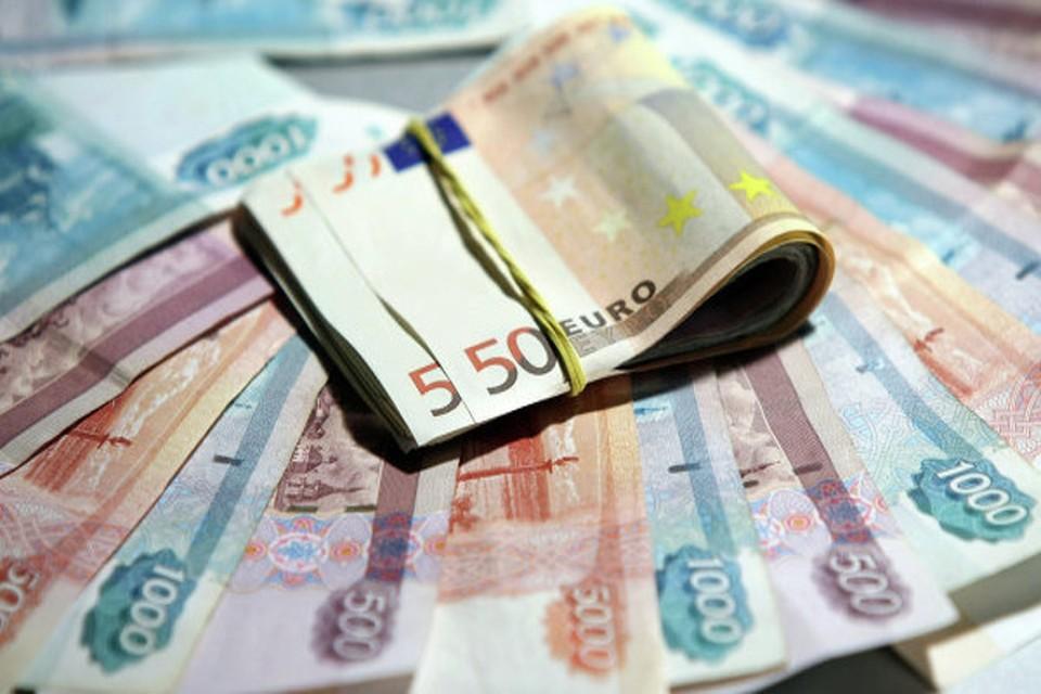 Западные журналисты считают, что к 2018 году курс евро может рухнуть и стать дешевле того же доллара