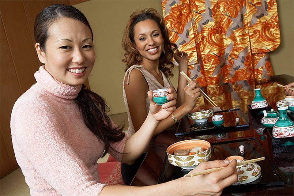 В Китае открылся ресторан, в котором красивых посетителей кормят бесплатно
