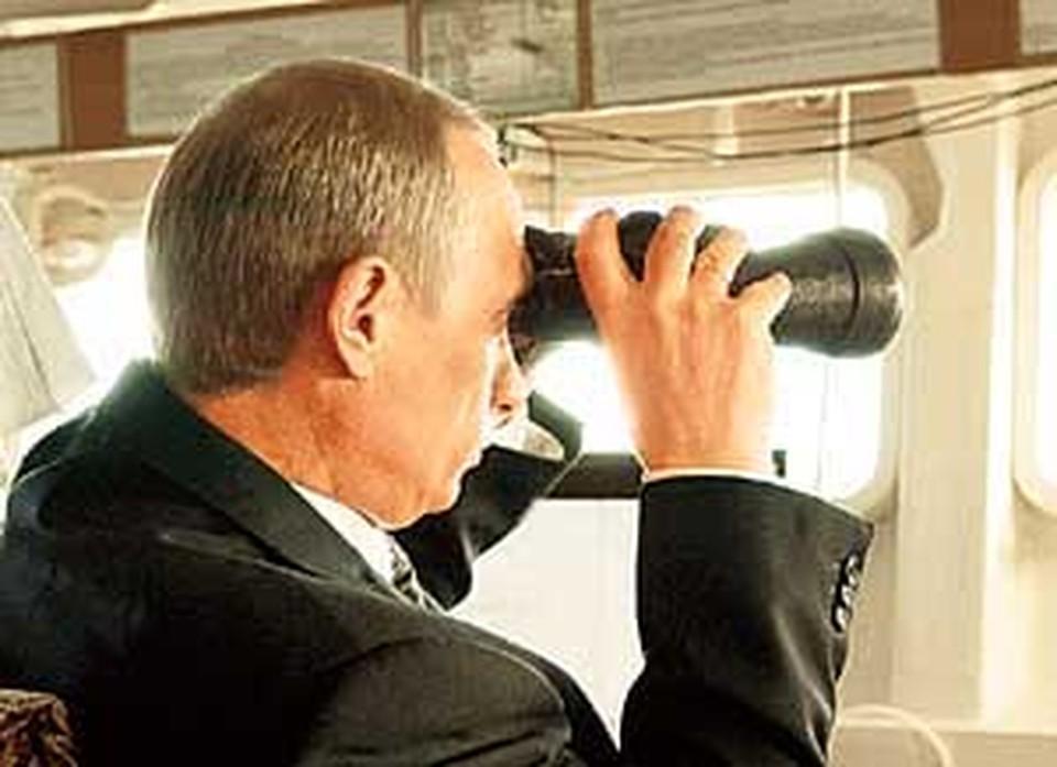 На морских учениях Путин был впередсмотрящим.