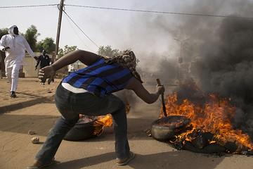 """""""Карикатурные"""" беспорядки в Нигере: 5 погибших и 8 спаленных христианских храмов"""
