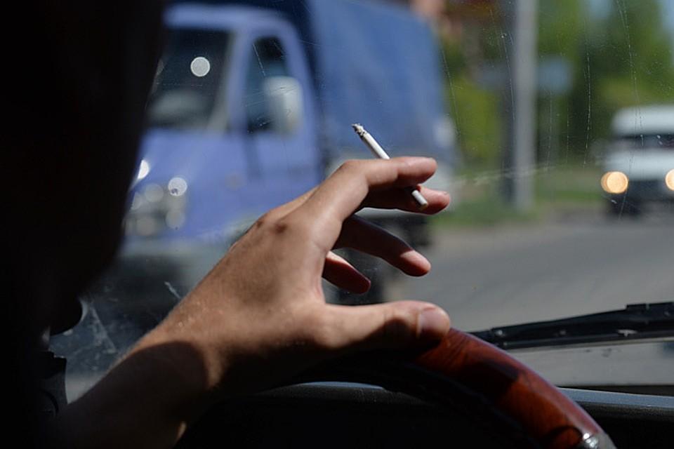 42% водителей уверены, что за курение за рулем предусмотрен штраф - исследование