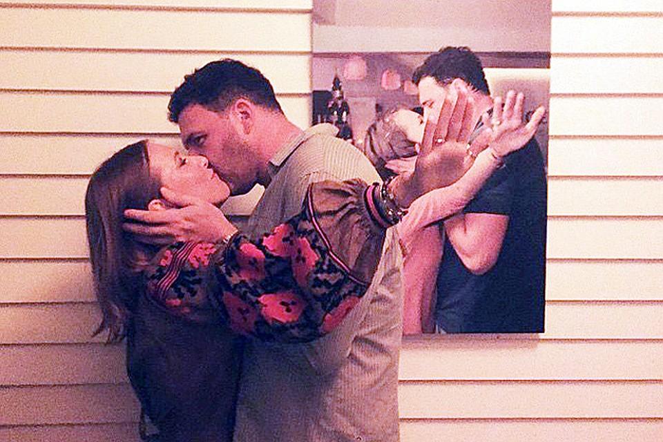 Картинки по запросу Виторган и собчак целуются