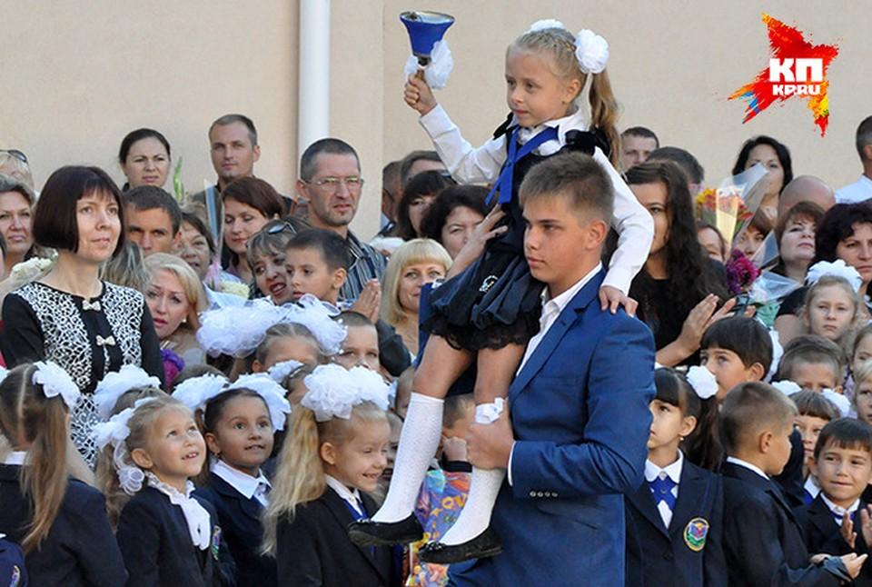 Крымские школьнице выйдут на учебу 1 сентября