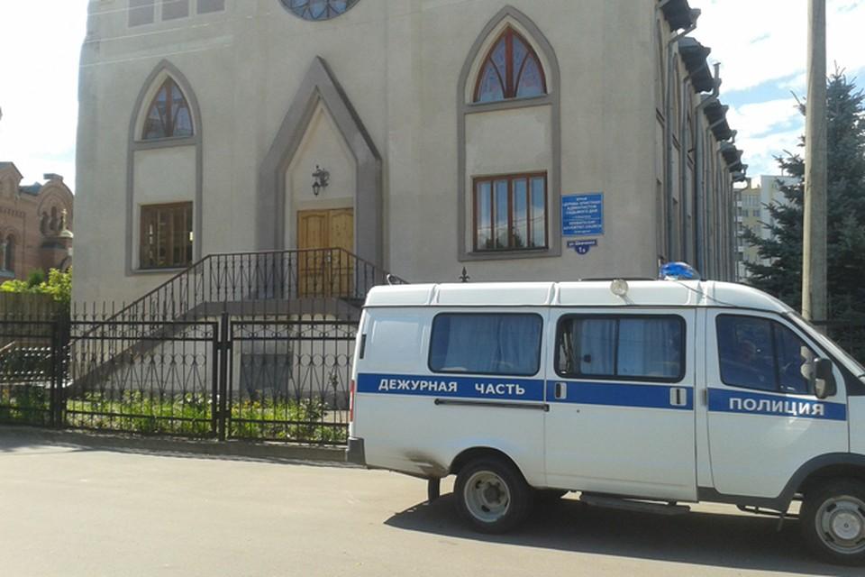 Следователи допрашивают служителей церкви адвентистов седьмого дня в Нижнем
