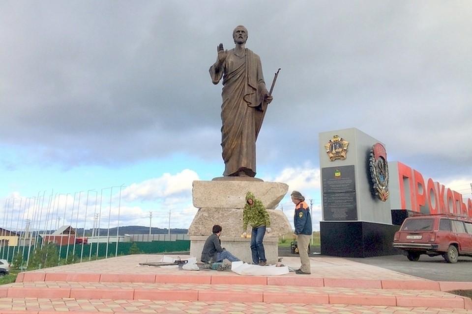 Памятники в екатеринбурге история Прокопьевск памятники из гранита в ростове липецке