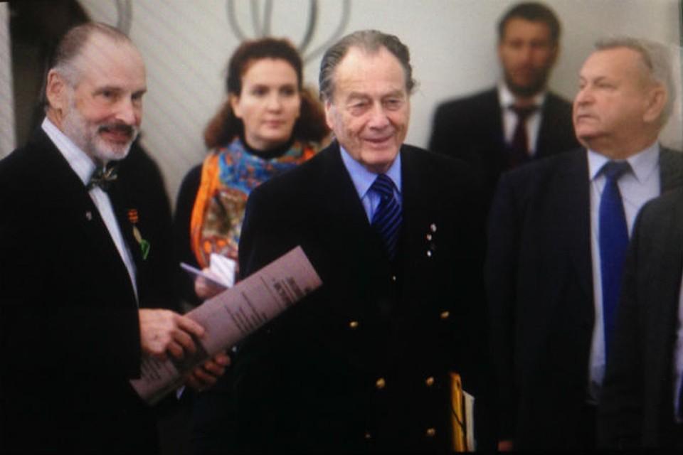 Граф Петр Шереметев (в центре).