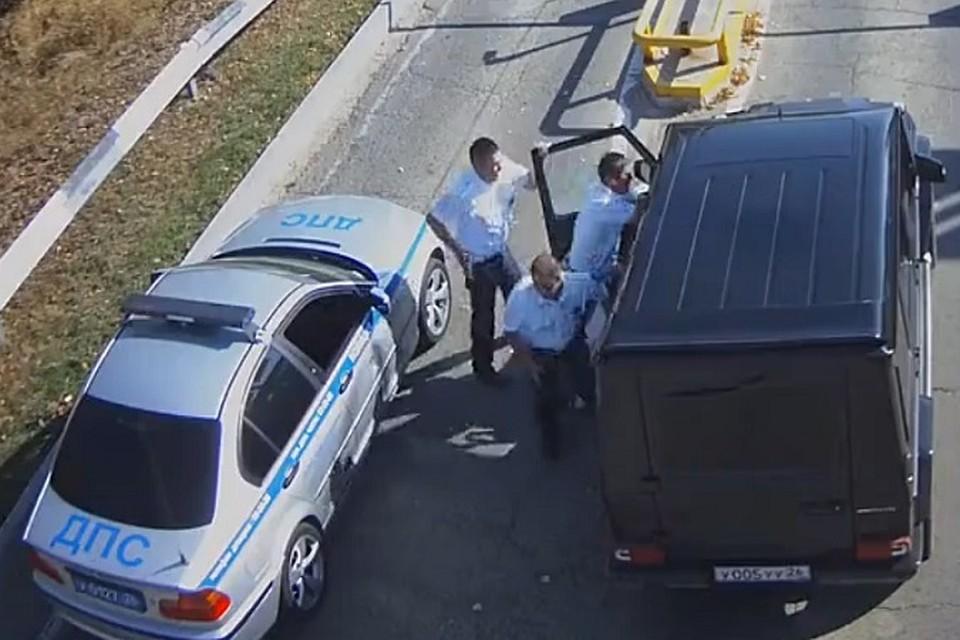 b5cb48b92701 Видео погони за «Мерседесом Гелендваген» в Ставрополе  Полиция стреляла по  колесам, а угонщик кричал, что опаздывает на самолет