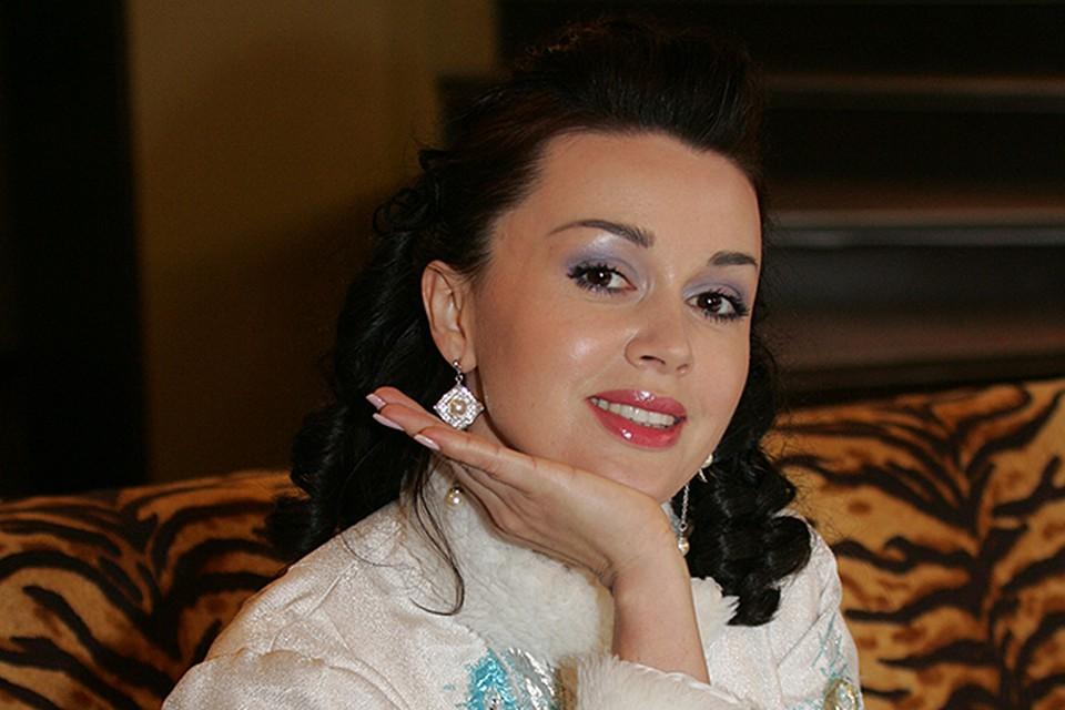 Корни этой истории ведут в 2012 год, когда Анастасия взяла огромный кредит у «Русского ипотечного банка»