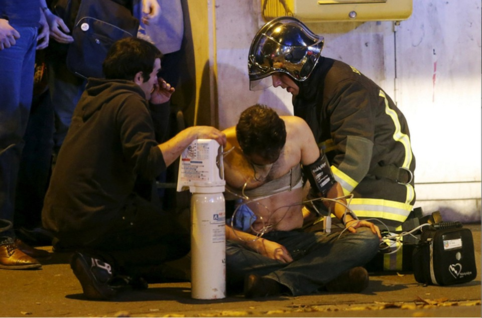 Париж подвергся масштабной террористической атаке