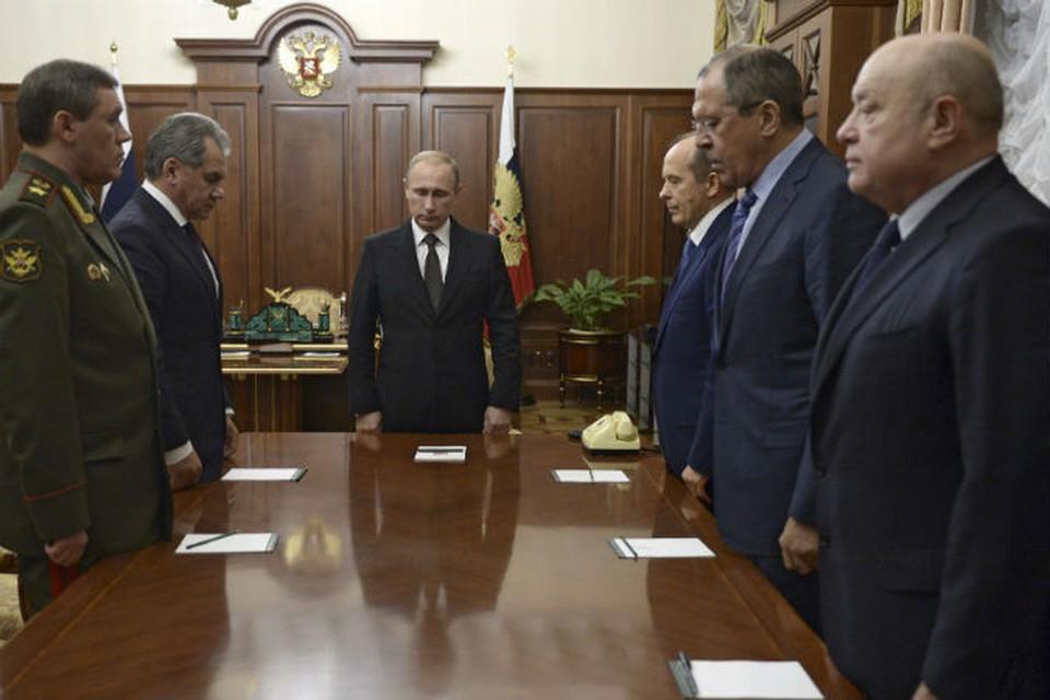 Президент начал встречу с минуты молчания по погибшим, но сама она была посвящена тому, как Россия должна действовать, чтобы наказать их убийц.