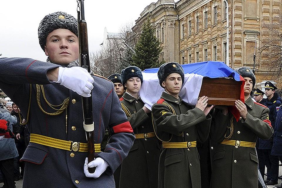 Похороны морского пехотинца Александра Позынича, погибшего в Сирии.