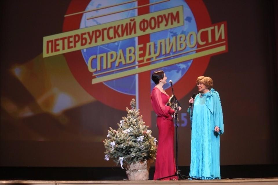 Эдита Пьеха  получила премию имени Риммы Марковой и голубую ель в подарок.