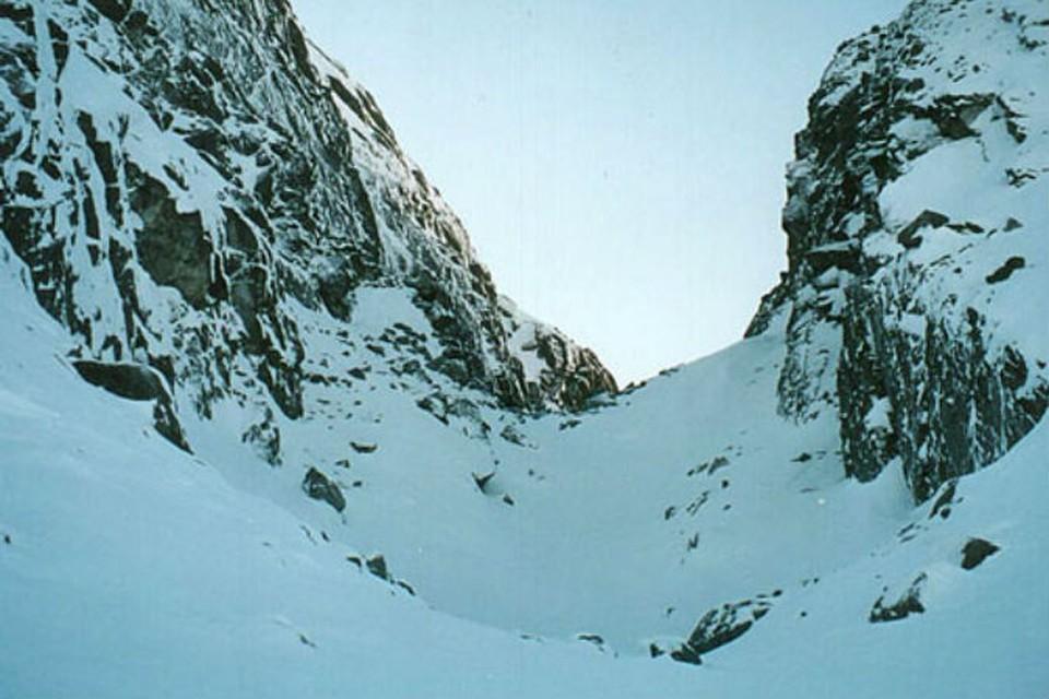 Лавина сошла на перевале Географов в Хибинах. Фото: перевалы.рф