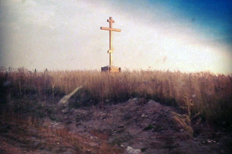 Подобные поклонные кресты стоят во многих уголках Кировской области