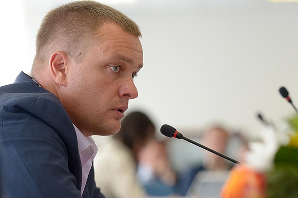 В ЦСКА Ватутин пришел в 2002 году на должность заместителя генерального директора клуба, через пять лет стал генеральным директором