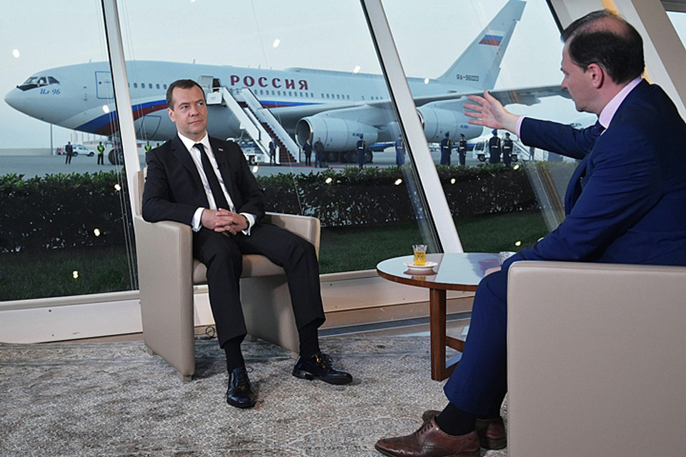Дмитрий Медведев отаетил на вопросы Сергея Брилева. Фото: Александр Астафьев/ТАСС