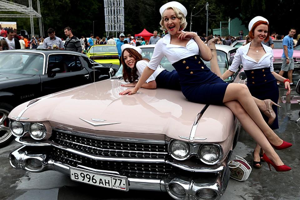 Если мужчина хочет сделать подарок жене, то автомобиль с шестёрками в номере – лучший выбор! Фото ИТАР-ТАСС/ Артем Коротаев