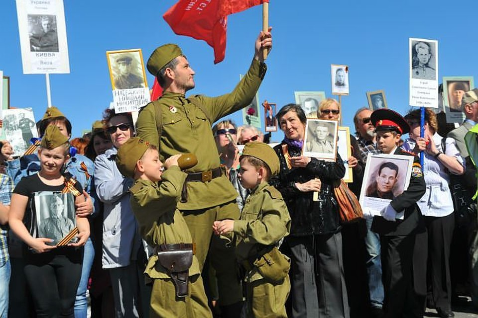 Тысячи человек пройдут по центральным улицам с портретами своих дедов и прадедов.