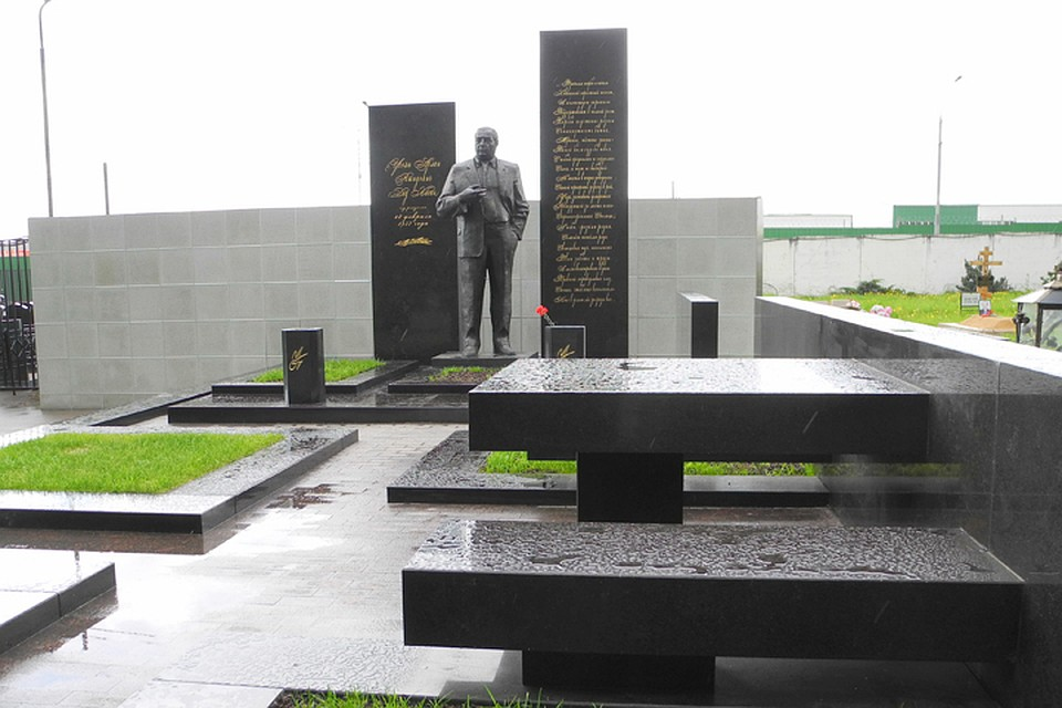 памятник деду хасану на хованском кладбище фото