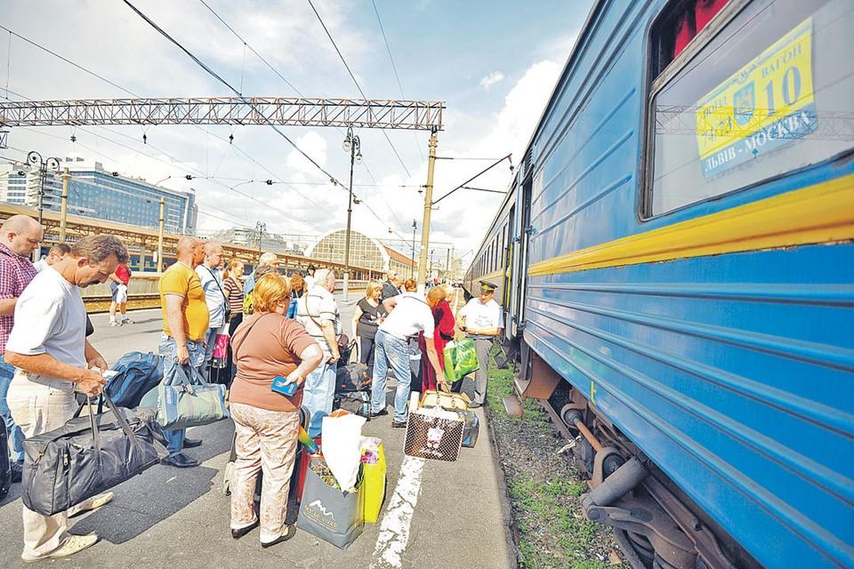 Наш корреспондент проехала на поезде Львов - Киев - Москва, который называют гастарбайтерским.