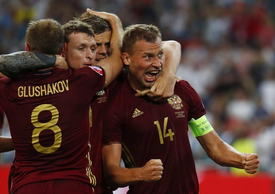 Василий Березуцкий стал автором первого гола сборной России на чемпионате Европы по футболу.