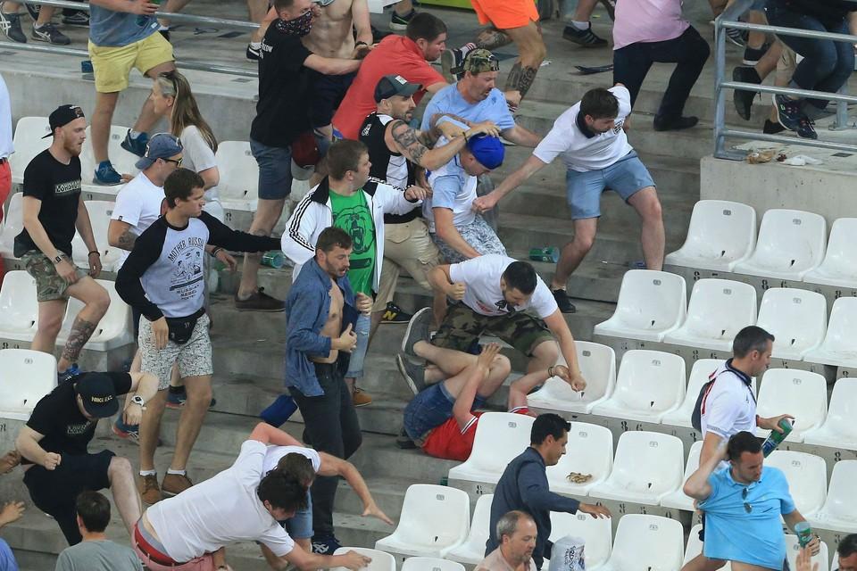 Беспорядки на трибунах «Велодрома» начались сразу по окончании матча России и Англии.