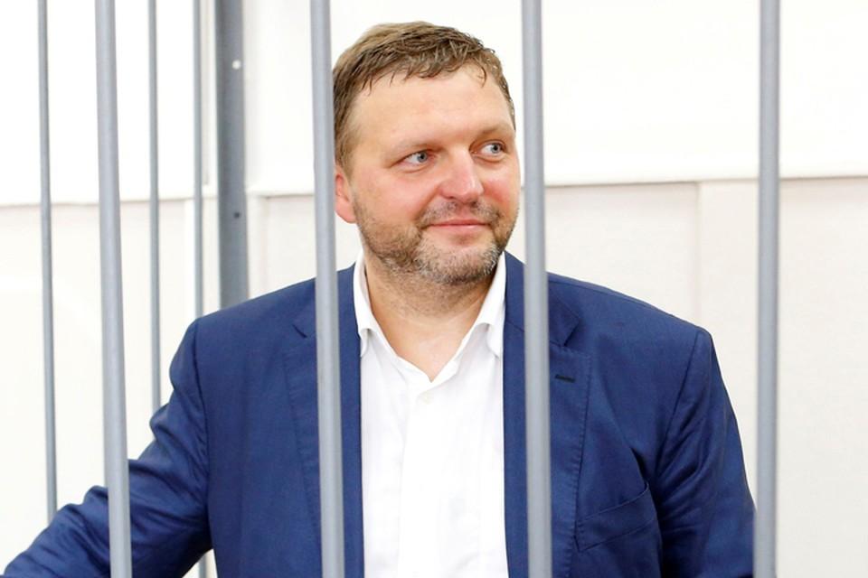 На заседании суда Никита Белых не стал отнекиваться от полученных в ресторане денег