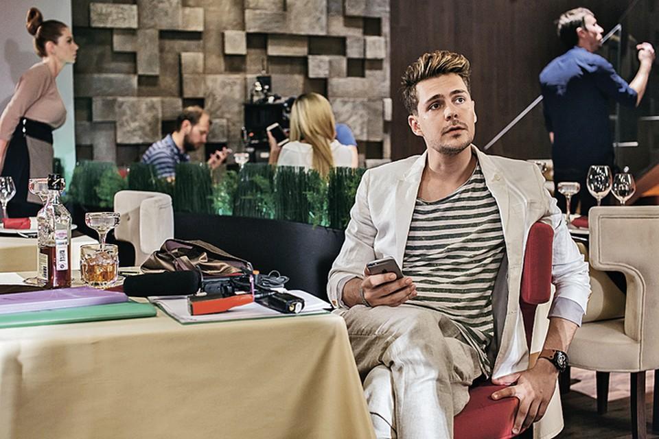 Сербский актер Милош Бикович сыграл молодого повесу, которому вдруг приходится управлять огромным отелем. Фото: Канал СТС