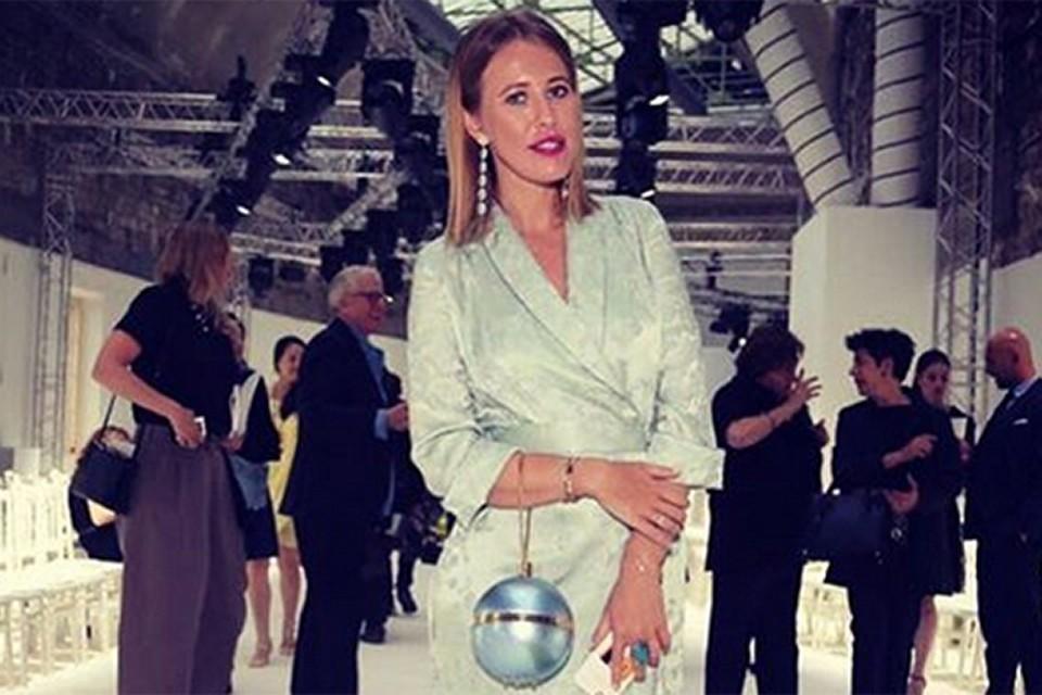 Светская львица посетила показ дома моды Шанель