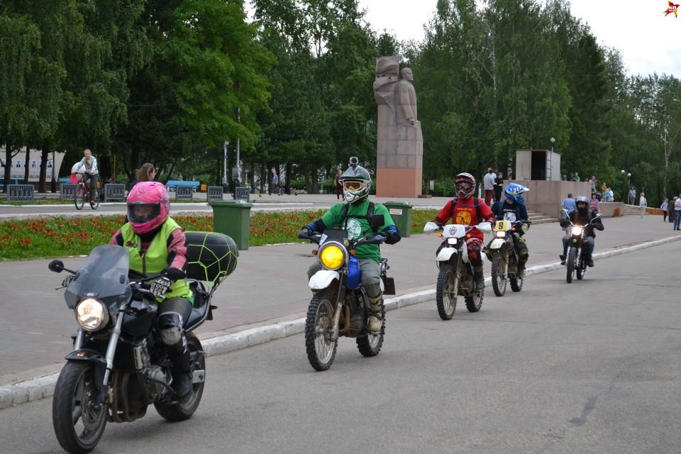 Мотоциклистов ждет непростой путь. Около недели займет вся дорога.