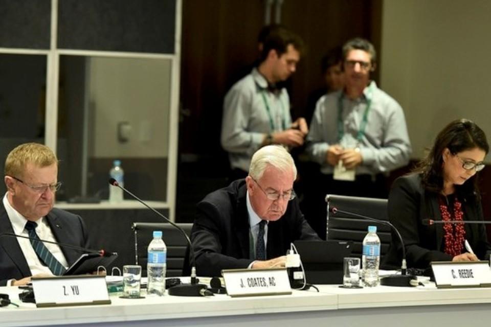 Глава WADA Крейг Риди (в центре) на 129-й сессии МОК в Рио-де-Жанейро