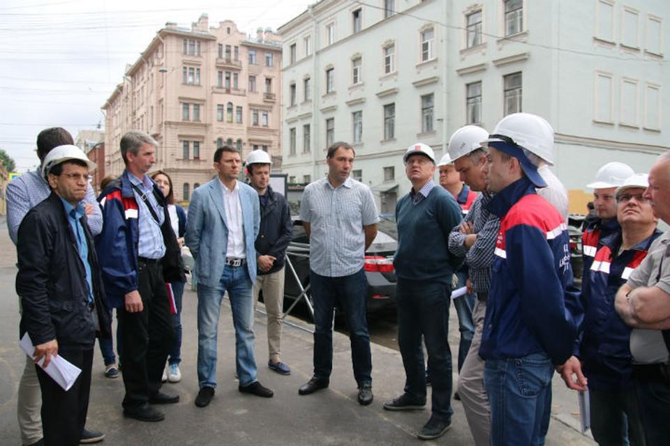 На выездном совещании руководители Жилищного комитета и Фонда капремонта оценили ход работ в Адмиралтейском районе